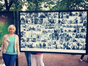 """Выставка на Тверском бульваре в рамках проекта """"Детские мечты"""" - на стенде фотографии из проектов """"Мужчины"""" и """"Женщины"""""""